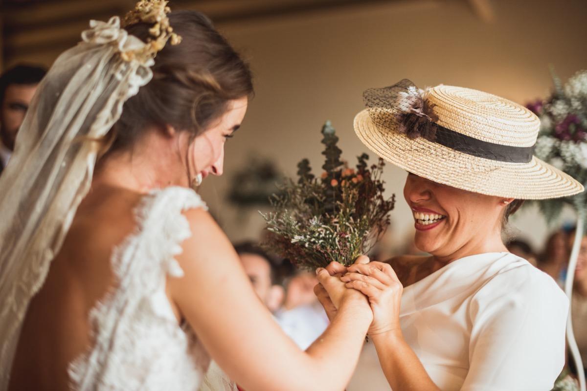 entrega del ramo de novia boda en finca la gañania