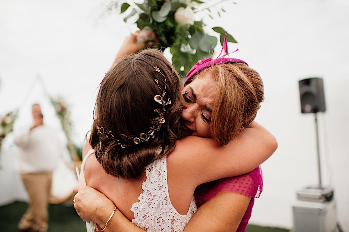 abrazos de boda